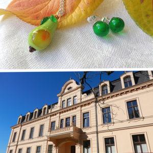 Hotel Ribbeck mit Glasschmuck, grüne Ohrstecker, Anhänger aus Gglas