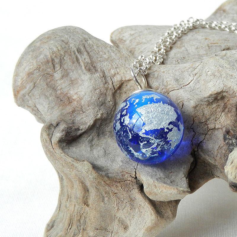 Anhänger blaue glaskugel mit silberkette,handgefertigt von schmcukes Glas, muranoglas mit silber,einzelstück
